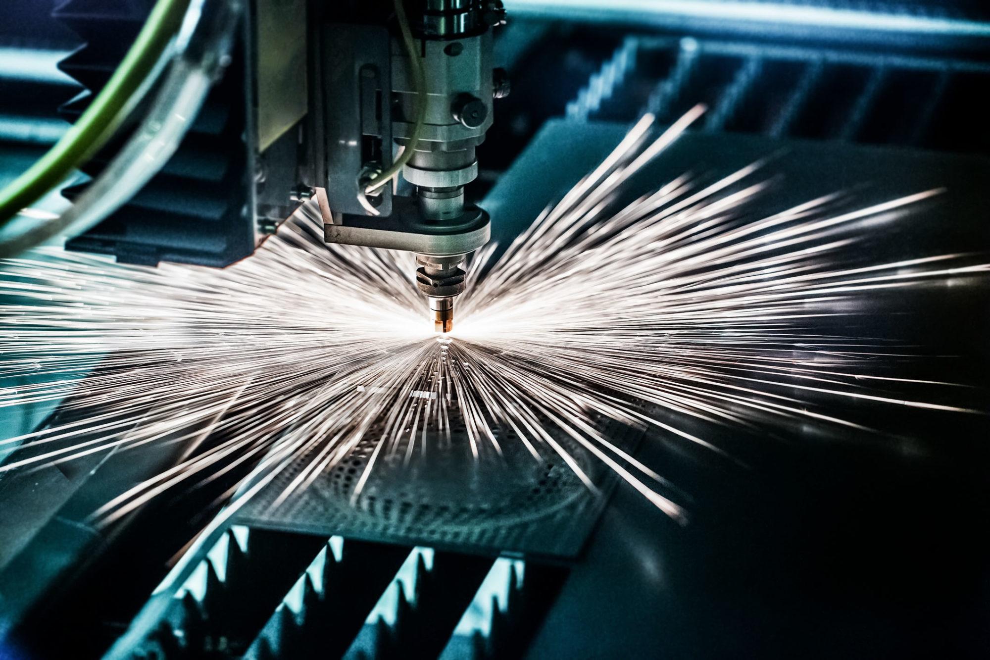I produktion, svetsande maskin.